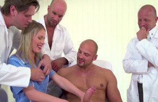 Image La enfermera se lleva un gangbang de su paciente y los doctores
