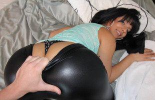 Image La venezolana Rose Monroe le seduce con sus nalgas
