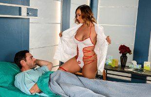 Image Tras la operación, la enfermera supo cuidarle como nadie