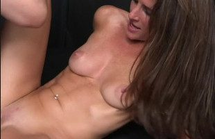 Image Sexy milf disfruta de un polvazo con su marido y por la cam