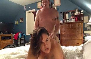 Image Madre divorciada disfruta de sexo mientras una cámara la graba