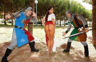 Image Klara Gold recompensa a un caballero con una brutal follada