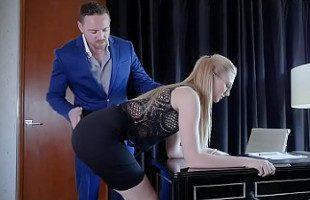 Image Alexa Grace disfruta haciendo de sumisa para su jefe
