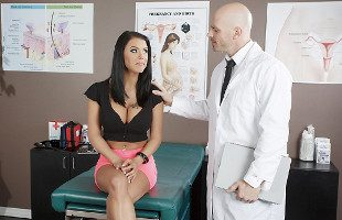 Image El doctor examinó a Peta Jensen usando su polla dura