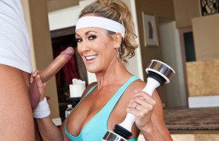 Image Brandi Love deja que el entrenador la haga sudar con sexo