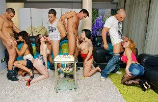 Image Nekane y sus amigas disfrutan de una orgía en plena fiesta