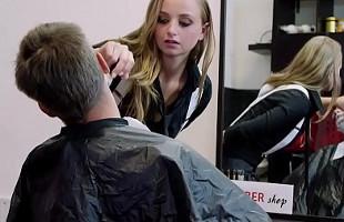 Image La peluquera termina su trabajo y se cobra con sexo anal