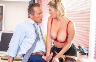 Image Sienna Day seduce a su jefe hasta montar su rabo en la oficina