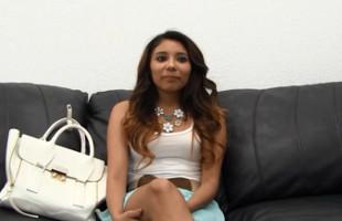 Image Universitaria latina pasa el casting dejándose dar por detrás