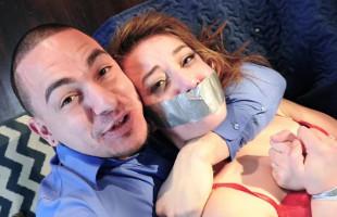 Image Simula un secuestro con su chica y la somete duramente en la cama