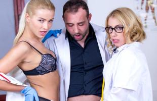 Image Dos enfermeras comparten su rabo y le piden sexo anal