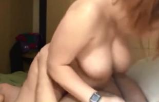 Image Pelirroja gordita deja seco a su chico con sexo en la cama
