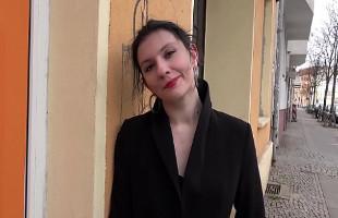 Image Estudiante alemana se apunta a grabar porno y acaba enculada