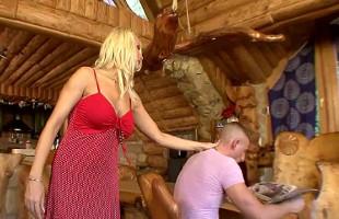 Image Madura infiel seduce a su joven amante y le pide sexo salvaje