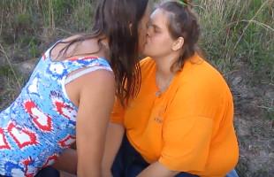 Image Rubia obesa folla con su chico al aire libre y recibe un creampie