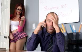 Image Se desnuda ante su profesor y acaban follando en medio del aula