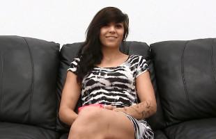 Image Chica rebelde acude a un casting donde le abren el trasero