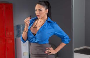 Image La entrenadora Missy Martinez recibe sexo anal en los vestuarios