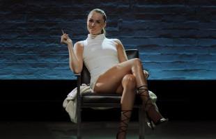 Image Tori Black sale del interrogatorio dispuesta a seducir al policía