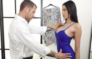 Image Buscaba un nuevo vestido pero se llevó un polvazo del dependiente